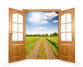 打开门 — 图库照片