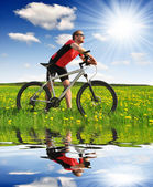 Biker with the mountain bike — Stock Photo