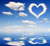Corazón de nubes — Foto de Stock