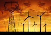 ветровых турбин с линии электропередачи — Стоковое фото