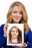 девушки с планшета — Стоковое фото