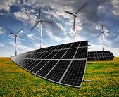 Zonne-energie panelen en windturbines — Stockfoto