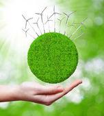 зеленая планета с ветровых турбин — Стоковое фото