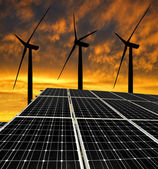 Solarenergie panels mit windkraftanlagen — Stockfoto
