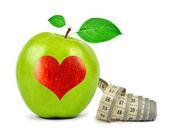 心とグリーンアップル — ストック写真
