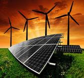 Panneaux d'énergie solaire avec les éoliennes — Photo
