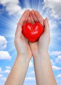 Coração na mão — Fotografia Stock
