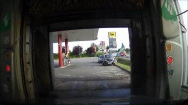 Автомобиль в автомойка — Стоковое видео