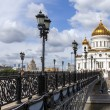 Moscow. View of the Cathedral of Christ the Savior and the Patriarchal Bridge — Stock Photo