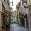 France, Cote d'Azur, in October 2013. Typical architectural details of the old French town of Antibes — Foto Stock
