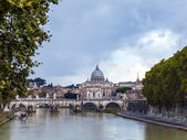 Rome , Italy. Panoramic views of the River Tiber and St Peter's — Stock Photo