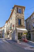 Francie, antibes. typický městský pohled — Stock fotografie