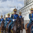 The Kremlin, Moscow . Cavalrymen of the Presidential Regiment sent to the place of incurring the Guard — Stock Photo