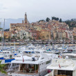 France , Menton, 15 October 2013 . The typical tourist sight : the old town and the port with moored yachts. — Stock fotografie