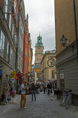 Stockholm , Sweden. Tourists in old town on the island of Gamla Stan — Stock Photo