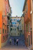Francia, cote d ' azur. buena y estrecha calle de la ciudad vieja — Foto de Stock