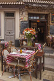 France , Cote d'Azur , Nice, Cafes in the old town. Nice - the largest resort and tourist town on the French Riviera — Stock Photo