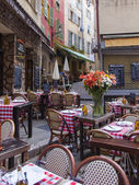 France , Cote d'Azur , Nice. Cafes in the old town Nice - the largest resort and tourist town on the French Riviera — Stock Photo