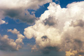 Heavenly landscape: clouds before the storm — 图库照片