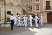 Principality of Monaco, 12 October 2012 . Tourists observe a change in the palace guard of honor Prince — Stock Photo