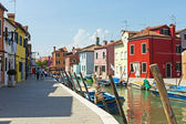 Venice, Italy . View of the picturesque colorful houses on the island of Burano in the Venetian lagoon. — Stock Photo