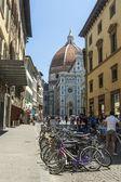 флоренция, италия, июнь 23, 2012. туристов на улицах города, чтобы увидеть достопримечательности флоренции — Стоковое фото