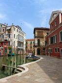 Venice, Italy, June 20, 2012 . Residential district of Dorsoduro . House reflected in the canals — Stock Photo