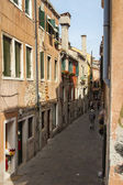 Italy, Venice. Old narrow street — Stock fotografie