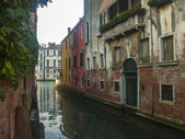 Venice, Italy, June 21, 2012. Morning fog over Venetian canals — Stock Photo