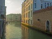 Veneza, itália, 21 de junho de 2012. névoa da manhã sobre canais de veneza — Foto Stock