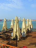 Venice, Italy . Summer cafe on the banks of the Venetian lagoon in the early morning — Stock Photo