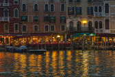 Venice, Italy, June 21, 2012 . Tourists spend the evening in a cafe on the canal bank — Stock Photo