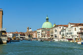 Venice, Italy, June 22, 2012 . Typical urban view at Canal Grande and Church of St. Simon — Stock Photo