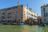 Venice, Italy . View of the piers for gondolas — Stock Photo