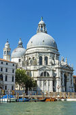 Italy , Venice. Basilica of Our Lady to heal (Basilica di Santa Maria della Salute). View from the Grand Canal (Canal Grande) — Stock Photo