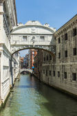 Venice, Italy, June 24, 2012 . Typical urban view summer afternoon. bridge of Sighs — Stock Photo