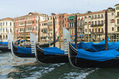 Venice, Italy . View of the piers for gondolas — Foto Stock