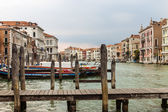 Italy , Venice. View of the Grand Canal in the early evening . Grand Canal is the main thoroughfare in Venice — Foto de Stock