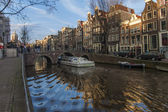 Amsterdam, The Netherlands. Houses on the canal and its reflection — Stock Photo