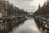 Amsterdam, The Netherlands, April 13, 2012 . Canal in the central part of the city — Foto de Stock