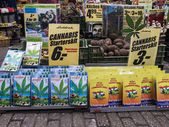 Amsterdam, The Netherlands . Sale of seeds , plants and flowers in the flower market . — Stock Photo