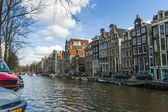Amsterdam, The Netherlands, April 14, 2012 . Old houses on the canal bank — Foto de Stock