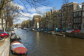 Amsterdam, The Netherlands, April 14, 2012 . Old houses on the canal bank — Stok fotoğraf