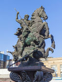 Russia , Moscow. Monument to St. George on Komsomolskaya Square — Stock Photo