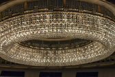 Vienna , Austria October 29, 2011 . The central chandelier in the auditorium of the Vienna State Opera — Foto Stock