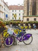 Viyana, avusturya. bisiklet şehir cadde üzerinde park — Stok fotoğraf