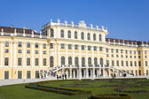 Vienna, Austria, on October 31, 2011. Tourists walk in Shenbryun - the summer residence of a dynasty Habsburg — Stock Photo