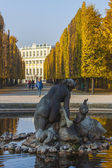 Vienna , Austria , 31 October 2011 . Autumn view Schönbrunn Palace Park — Stockfoto