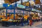 Budapest, Hungary. Buyers indoors central city market — Stock Photo