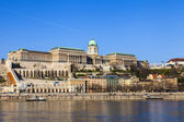 Budapest, Hungary. View of the bank of the Danube and the Royal Palace — Foto de Stock